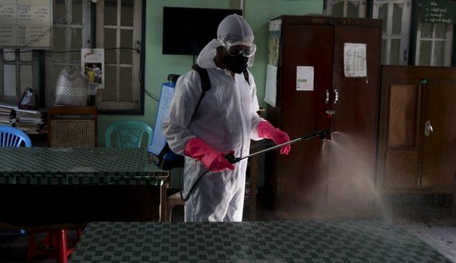 Εργασίες απολύμανσης στη Μιανμάρ