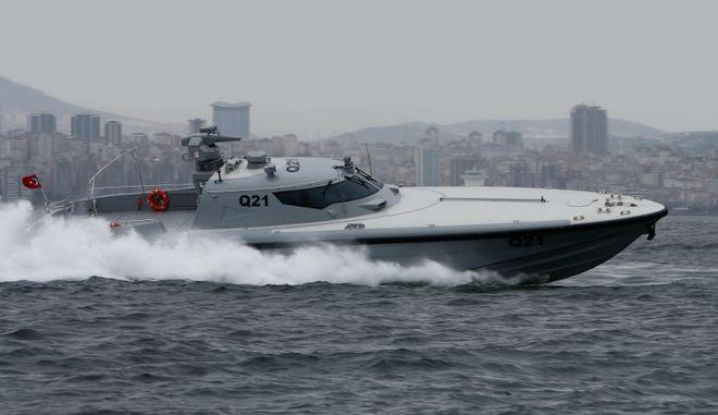 """Η Τουρκία έριξε στο Αιγαίο το """"αόρατο"""" σκάφος της - Θα μεταφέρει κομάντο"""