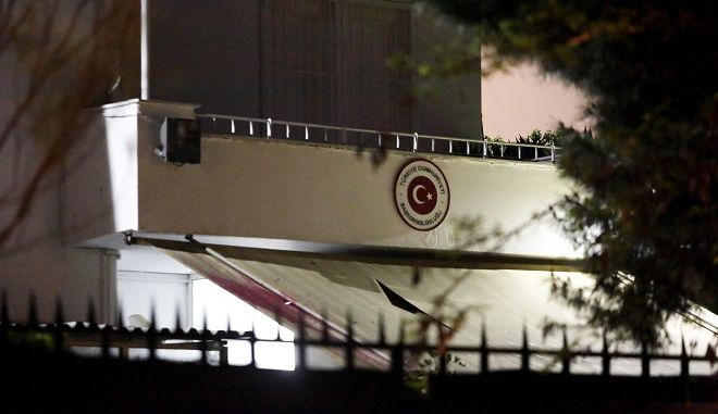 ΑΘΗΝΑ-Μπογιές στο τουρκικό προξενείο στο Παλαιό Ψυχικό, στη Λεωφόρο Βασιλέως Παύλου, πέταξε την Τετάρτη ομάδα αντιεξουσιαστών του Ρουβίκωνα