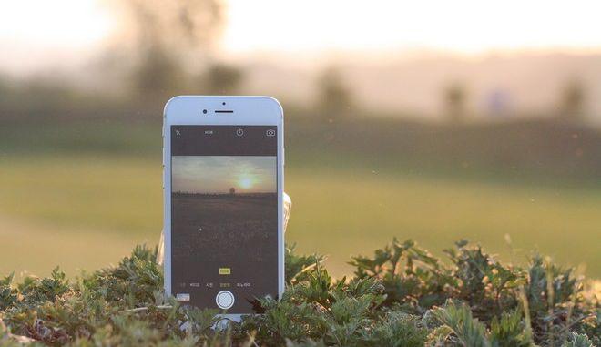 Γιατί η Apple επιβραδύνει τα παλιά iPhones