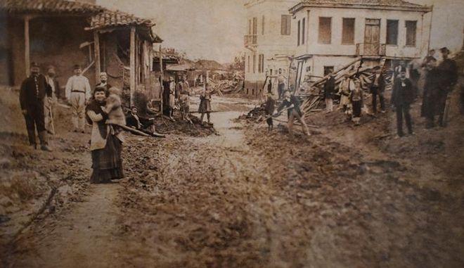 Σπάνιες φωτογραφίες από τις πλημμύρες της Λάρισας πριν από 135 χρόνια