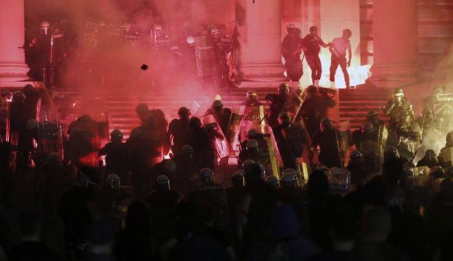 Διαδηλώσεις και επεισόδια στη Σερβία