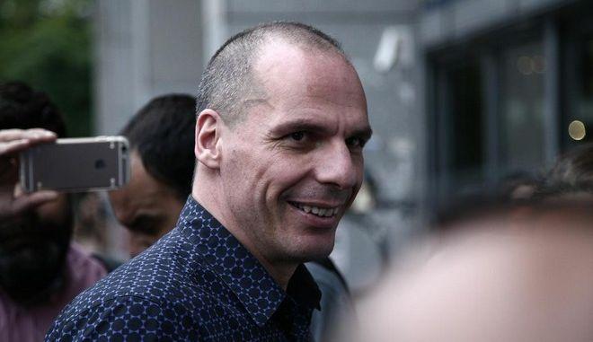 Είπε ή δεν είπε ο Γιάνης Βαρουφάκης πως η κυβέρνηση 'πρέπει να παραιτηθεί';
