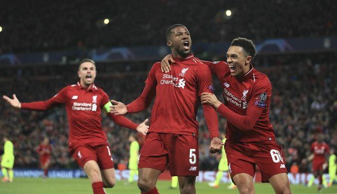 Οι παίκτες της Liverpool πανηγυρίζουν