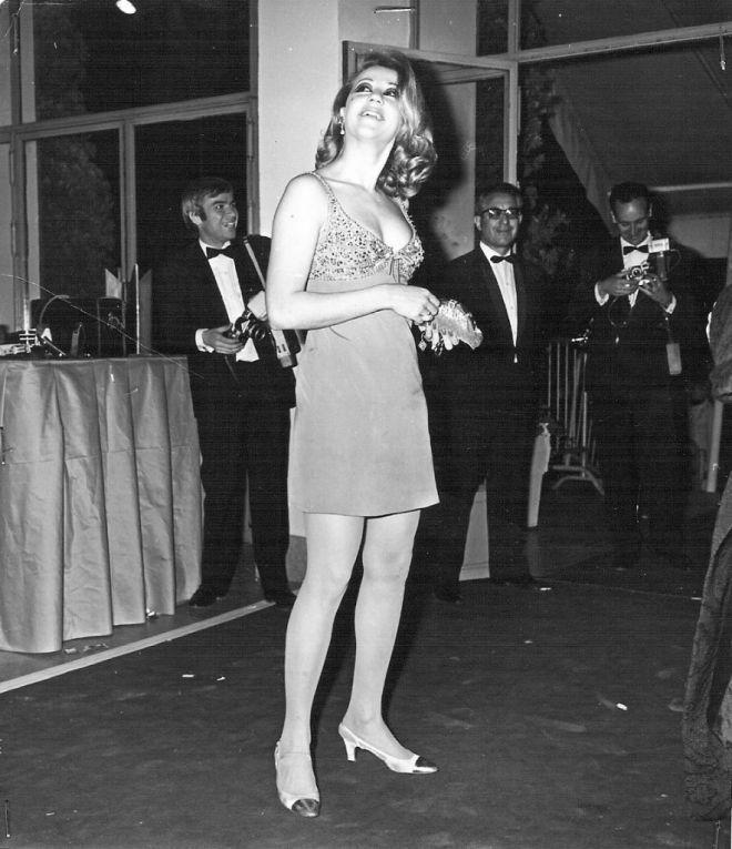 Μηχανή του Χρόνου: Η αποκαλυπτική Λάσκαρη προκαλεί στις Κάννες με διχτυωτό φόρεμα