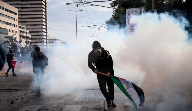 Επεισόδια και ένταση έξω από την ισραηλινή πρεσβεία στην Αθήνα