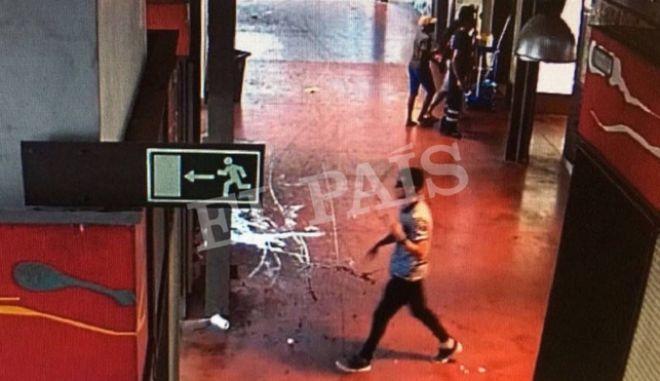 El Pais: Νεκρός από πυρά αστυνομικών ο οδηγός του βαν στη Βαρκελώνη