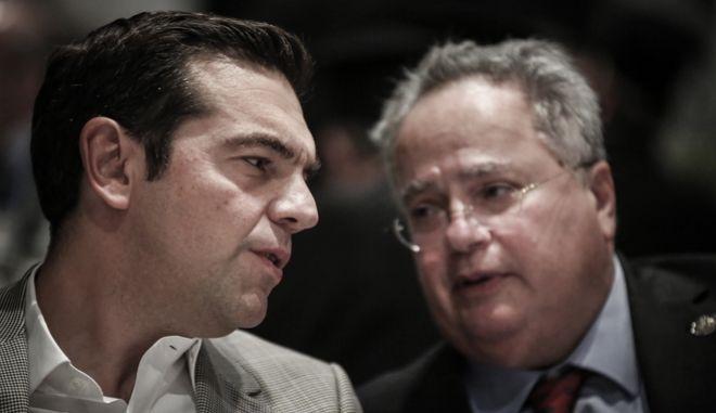 O πρωθυπουργός Αλέξης Τσίπρας με τον υπουργό Εξωτερικών Νίκο Κοτζιά