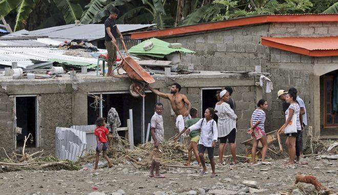 Φονικές πλημμύρες στην Ινδονησία.