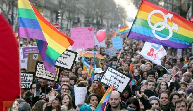 Γαλλία: Νόμιμος ο γάμος μεταξύ ατόμων του ίδιου φύλου