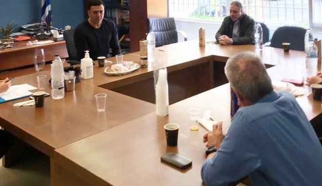 Στιγμιότυπο από τη συνάντηση του Υπουργού Υγείας Βασίλη Κικίλια στο ΠΓΝ Πατρών