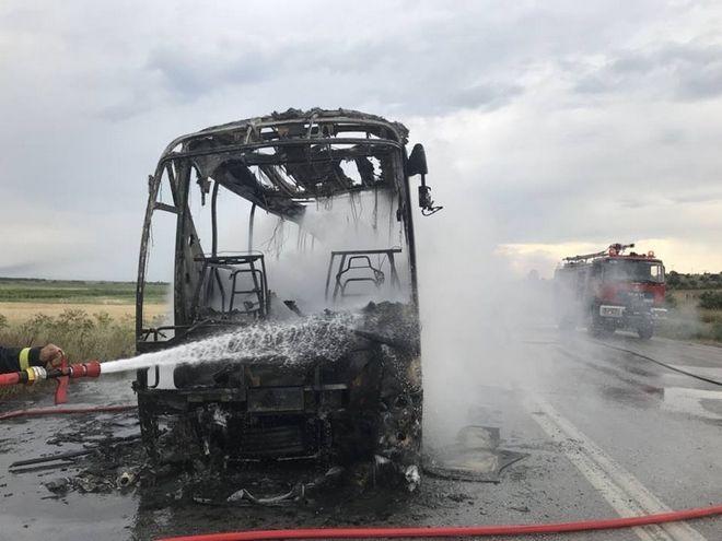 Έβρος: Κεραυνός χτύπησε λεωφορείο του ΚΤΕΛ - Τυλίχθηκε στις φλόγες