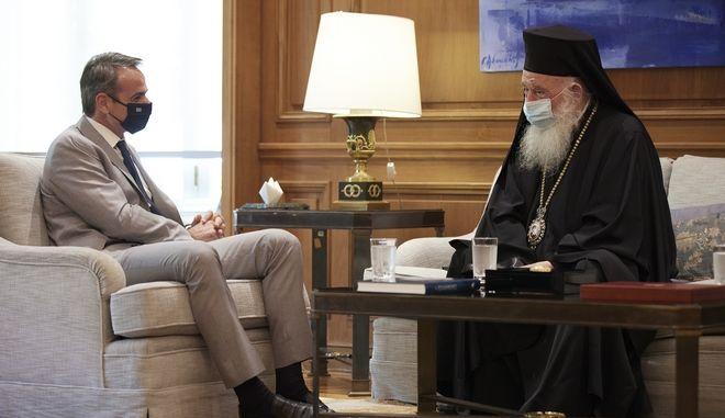 Ο πρωθυπουργός Κυριάκος Μητσοτάκης και ο Αρχιεπίσκοπος Αθηνών και Πάσης Ελλάδος κ. Ιερώνυμος στο Μέγαρο Μαξίμου