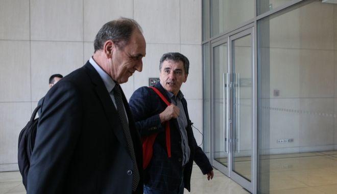 Η ελληνική αντιπροσωπεία στη διαπραγμάτευση με τους Θεσμούς για το κλείσιμο της τέταρτης και τελευταίας αξιολόγησης