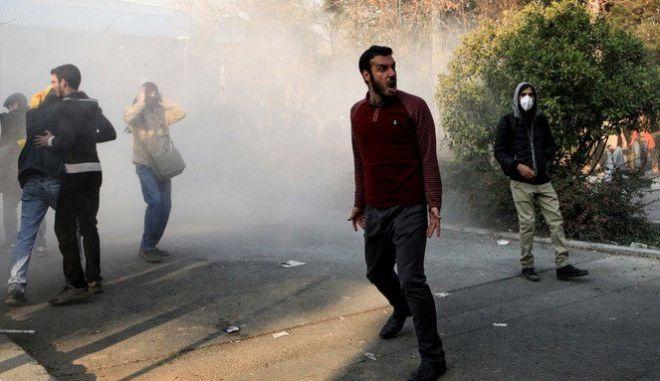 Ιράν: Εκτός ελέγχου οι διαδηλώσεις - Ένοπλοι διαδηλωτές, δέκα νεκροί