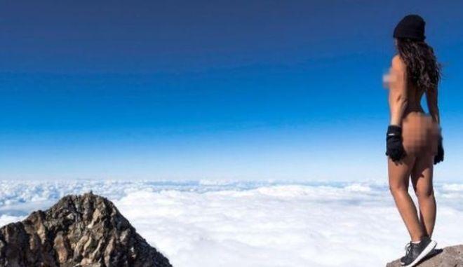 Μοντέλο του Playboy εξόργισε τους Μαορί με γυμνή φωτογράφηση σε ιερό βουνό