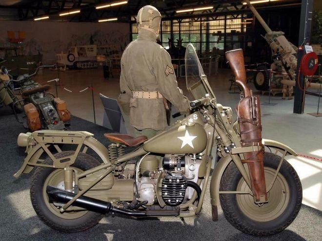 Μηχανή του Χρόνου: 'Το σκυλί του πολέμου' - Η θρυλική μηχανή της BMW με το καλάθι που αντέγραψαν Σοβιετικοί και Αμερικανοί