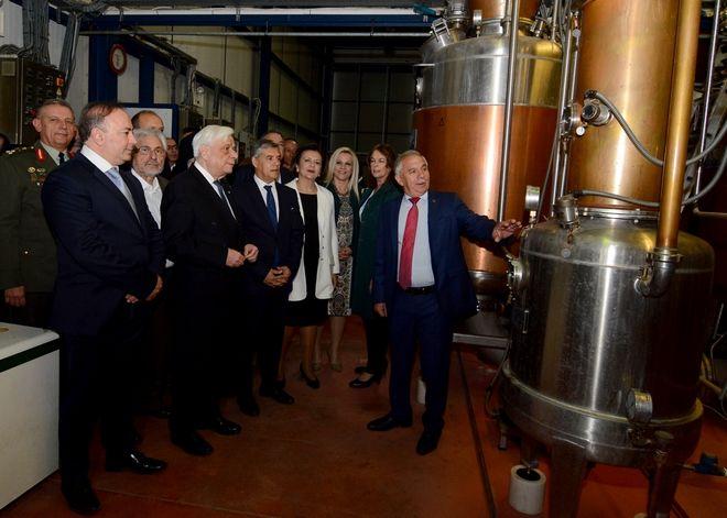 Ο Πρόεδρος της Δημοκρατίας, Προκόπης Παυλόπουλος, στις εγκαταστάσεις του Αγροτικού Οινοποιητικού Συνεταιρισμού «Η ΔΗΜΗΤΡΑ» στη Νέα Αγχίαλο.