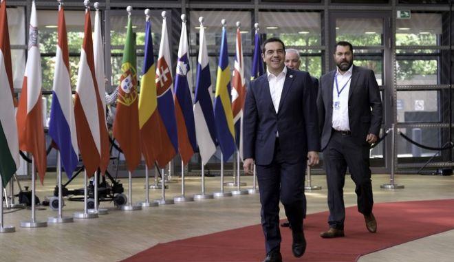 Ο πρωθυπουργός προσέρχεται στην Σύνοδο Κορυφής