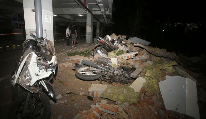 Τουλάχιστον 19 νεκροί από τον σεισμό των 7 Ρίχτερ