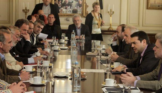 Συνάντηση του πρωθυπουργού Αλέξη Τσίπρα με εκπροσώπους από αγροτικά μπλόκα την Πέμπτη 25 Φεβρουαρίου 2016, στο Μέγαρο Μαξίμου. (EUROKINISSI/ΓΙΩΡΓΟΣ ΚΟΝΤΑΡΙΝΗΣ)