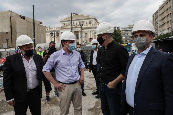 Ο Κώστας Καραμανλής με τον δήμαρχο Πειραιά Γιάννη Μώραλη και τον Γεν. Γραμματέα Υποδομών Γιώργο Καραγιάννη