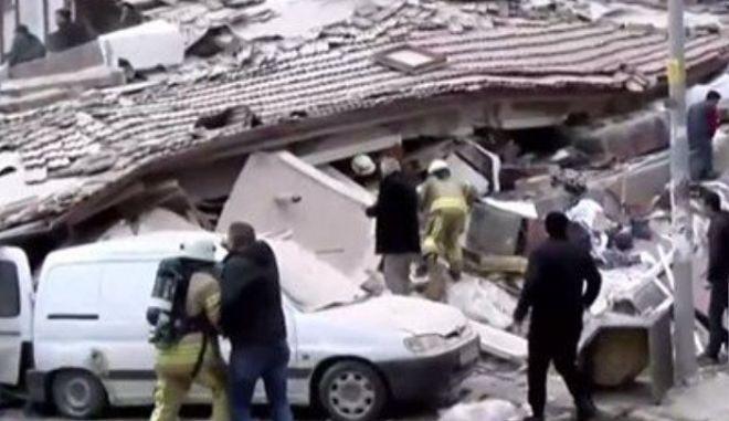 Κατέρρευσε 6οροφο κτίριο στην Κωνσταντινούπολη