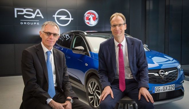 Carlos Tavares, Chairman of the Managing Board of Groupe PSA, and Opel CEO Michael Lohscheller with the Grandland X.