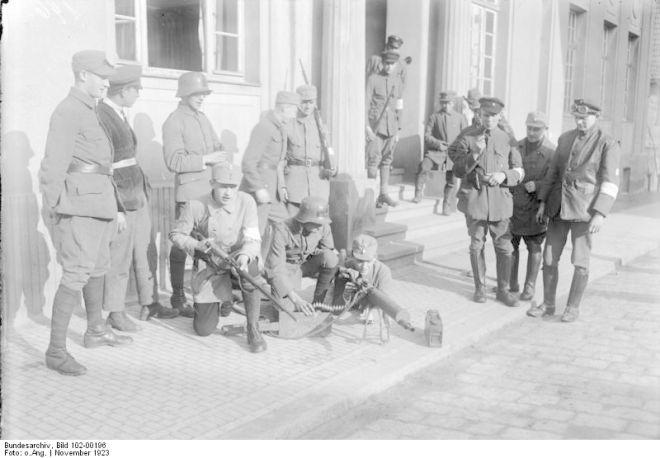 Bewaffnete bayerische Kampfverbände der Truppe