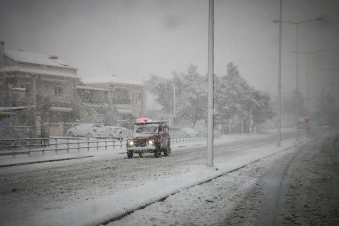 Στιγμιότυπα από τον χιονισμένο Βόλο