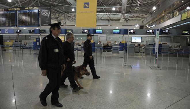 """Αστυνομικοί των Κ9 στο αεροδρόμιο """"Ελεθέριος Βενιζέλος"""""""