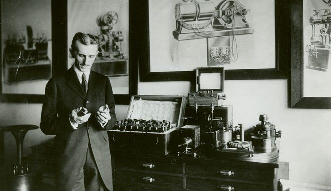"""Νίκολα Τέσλα: Ο """"άνθρωπος από το μέλλον"""" και ο εφευρέτης το όνομα του οποίου πήρε η Tesla"""