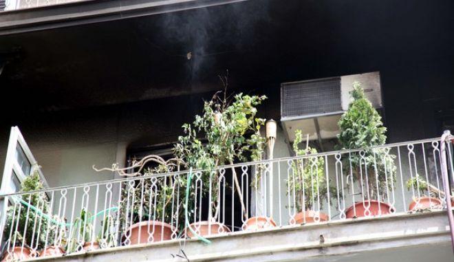 Πυρκαγιά ξέσπασε σε διαμέρισμα ηλικιωμένης στα Πατήσια την Τετάρτη 20 Ιουλίου 2011, χωρίς να υπάρξουν θύματα. (EUROKINISSI // ΓΕΩΡΓΙΑ ΠΑΝΑΓΟΠΟΥΛΟΥ)