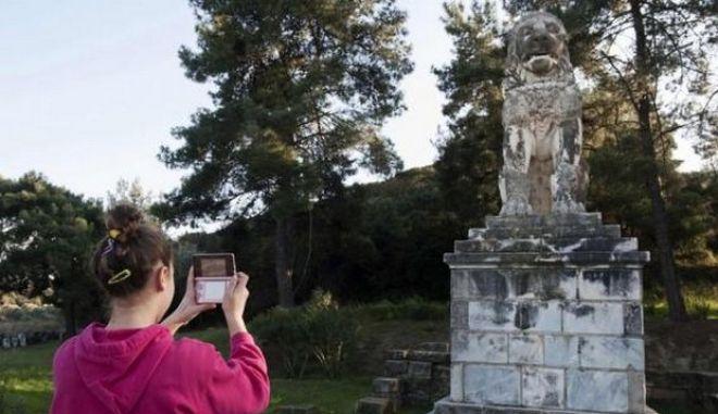 Reuters για Αμφίπολη: Οι Έλληνες ψάχνουν απεγνωσμένα για ήρωες