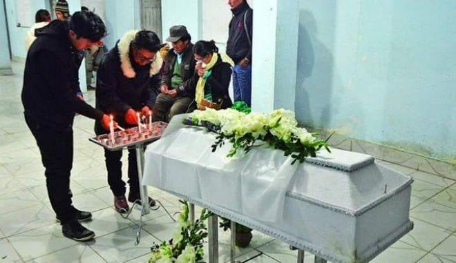Απίστευτο: 20χρονος εμφανίστηκε στην κηδεία του