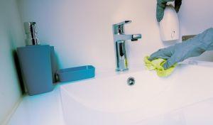 Καμπανάκι κινδύνου: Τα προϊόντα καθαρισμού είναι τόσο επιβλαβή όσο 20 τσιγάρα ημερησίως