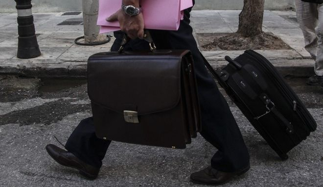 Άνδρας με βαλίτσα