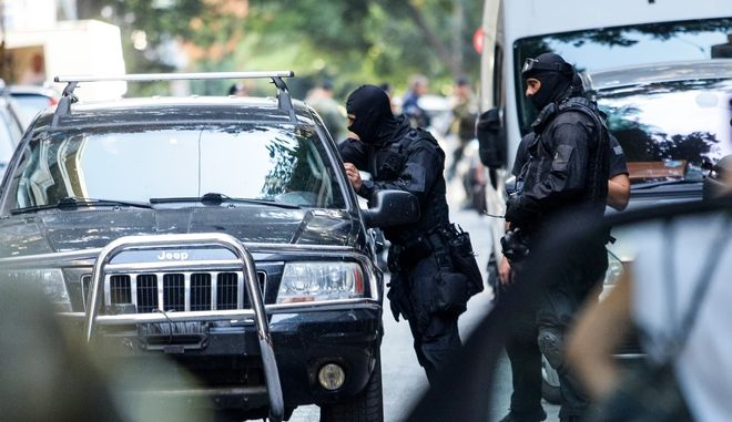 Επιχείρηση της Ελληνικής Αστυνμίας σε τέσσερα υπό κατάληψη κοντά στην πλατεία Εξαρχείων