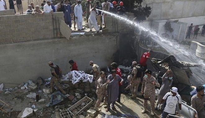 Αεροπορικό δυστύχημα στο Πακιστάν με 97 νεκρούς - Δύο οι επιζώντες