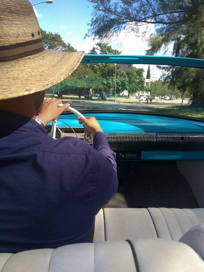 Οδηγός ταξί- αντίκας στην Αβάνα