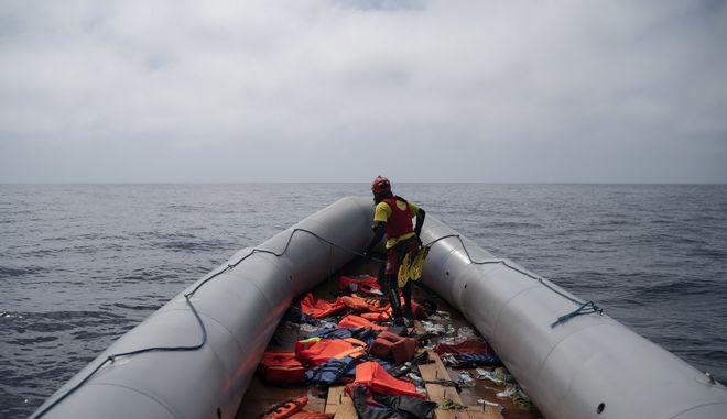 Σκάφος που μετέφερε μετανάστες στη Μεσόγειο