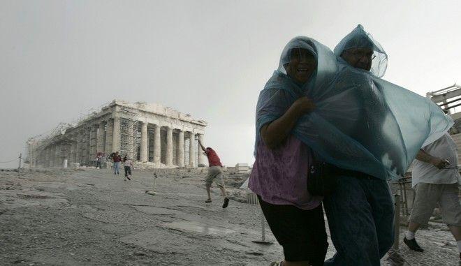 Βροχή στην Ακρόπολη - φωτογραφία αρχείου