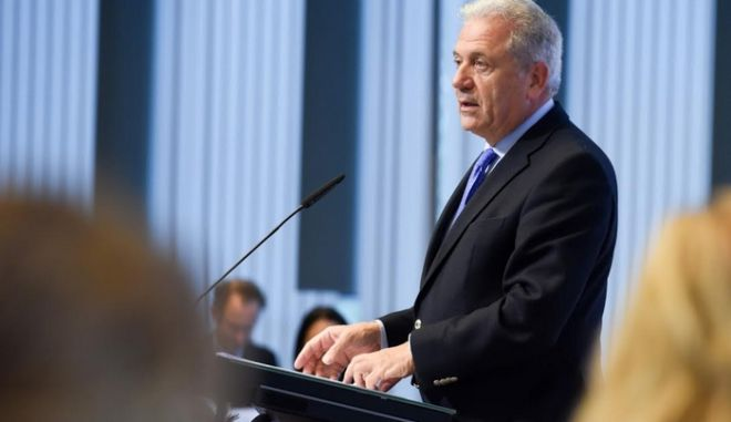 Αβραμόπουλος: Όχι σε αναθεώρηση της Σένγκεν