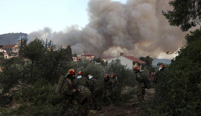 Πεζοπόρο τμήμα της Πυροσβεστικής επιχειρεί στην Εύβοια