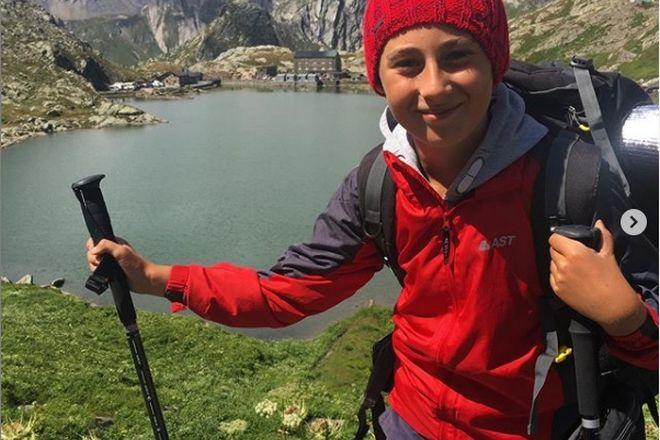 Δεκάχρονος περπάτησε 2.700 χιλιόμετρα για να αγκαλιάσει τη γιαγιά του