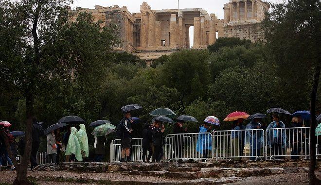 Κεραυνός έπεσε στην Ακρόπολη: Τέσσερις τραυματίες