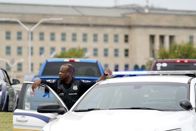 Περιπολικά της αστυνομίας στο Πεντάγωνο μετά από επεισόδιο με πυροβολισμούς