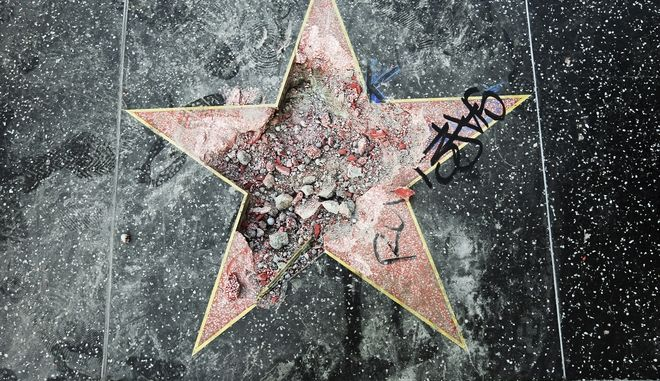 """Βανδάλισαν το αστέρι του Ντόναλντ Τραμπ στη """"Λεωφόρο της Δόξας"""""""