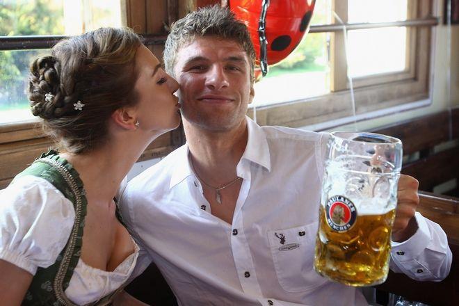 O Thomas Mueller με τη γυναίκα του Lisa στο Octoberfest