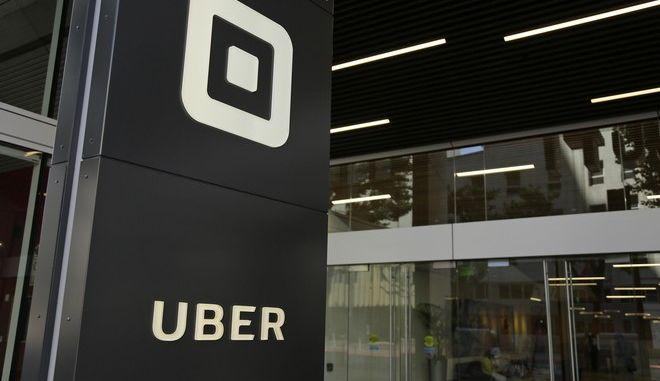 Πινακίδα της εταιρίας UBER στις ΗΠΑ